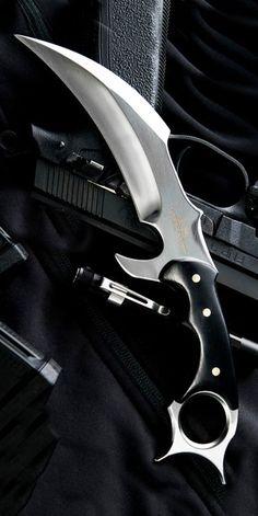 Pretty Knives, Cool Knives, Knives And Swords, Benchmade Knives, Tactical Knives, Ninja Weapons, Weapons Guns, Armas Wallpaper, Types Of Knives