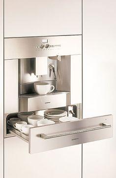 gaggenau coffee machine with a warming drawer, for your coffee cups.
