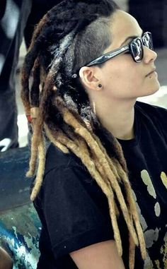 Die 18 Besten Bilder Von Dreads Undercut Dreadlocks Dreads With