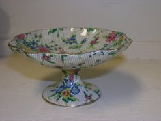 Royal Winton Lily Comport tall) in the Queen Anne pattern. 1936 earthenware Chintz China by the Grimwade Brothers Very good condition Queen Anne, Serving Dishes, Earthenware, Cupboard, Lily, China, Unique Jewelry, Tableware, Handmade Gifts