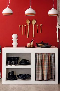Small Kitchen with Multipurpose Storage - Small Spaces Design Ideas (houseandgarden.co.uk)