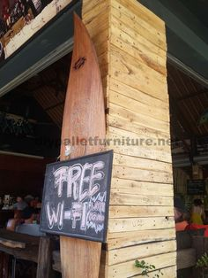 Surfer bar in Bali coated with pallet planks 6