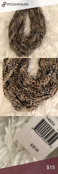 NWT Steve Madden Neutral Scarf Light weight chiffon material. Neutral colors, can match with so many tops. Steve Madden Accessories Scarves & Wraps