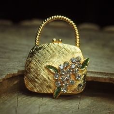 Going out take a Floral Clutch Bag Brooch  #craft365.com