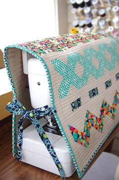 Fat Quarter Gang - Stitchin Sewing Machine Cover during quiet time