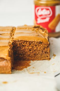 Honestly you have to try this cake! It is so simple and if you love Biscoff spread you will love this cake. It makes the most amazing soft sponge topped with more Biscoff spread! Tray Bake Recipes, Easy Cake Recipes, Easy Desserts, Sweet Recipes, Baking Recipes, Delicious Desserts, Cheap Recipes, Cupcake Recipes, Yummy Food