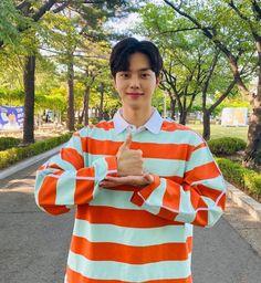 Dramas, Song Kang Ho, Lee Sung Kyung, Survival, Cute Teenage Boys, Joo Hyuk, Kdrama Actors, Song One, Attractive People