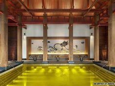 No Tibete, piscina de hotel inaugurado recentemente é banhado a ouro  Foto: Reprodução internet