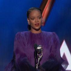 "Rihanna in NAACP President's Award acceptance speech, advises the audience, ""Tell your friends to pull up. Rihanna Baby, Rihanna And Drake, Rihanna Outfits, Rihanna Riri, Rihanna Style, Rihanna Meme, Good Girl Gone Bad, Rihanna Video, Estilo Rihanna"