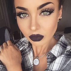 Stunning make up look with dark bold lips. Pinterest // EllDuclos