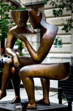 """La Conversacion"" the work of French sculptor Etienne located Plaza San Francisco de Assisi,  Havana old city."
