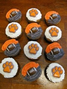 If you live in the Charleston area, we invite you to Queen of the Tailgate boutique's Football Kickoff Party at the Belle Hall neighborhood. Tiger Cupcakes, Tiger Cake, Football Cupcakes, Cute Cupcakes, Clemson Football, Clemson Tigers, College Football, Football Season, Clemson Vs