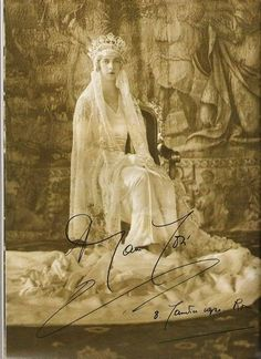 Queen Maria José of Italy. Bridal dress by Ventura, 1930 Icon Bridal Dresses in Fashion History:  https://lucianolapadula.wordpress.com/2017/10/17/ten-iconic-bridal-dresses-across-100-years/