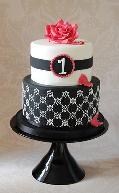 Black and pink couture cake
