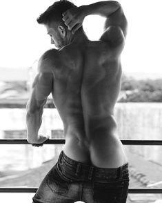 Handsome men shirtless_00021