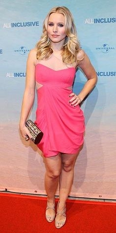 Gallery of photos showing Kristen Bell styles. Kristen Bell dress sense, clothes, accessories and hairstyles. Kristen Bell, Hottest Female Celebrities, Beautiful Celebrities, Celebs, Most Beautiful Hollywood Actress, Beautiful Actresses, Hot Actresses, Celebrity Outfits, Celebrity Style