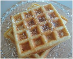 Man sollt' ja viel mehrausprobieren! Brüsseler Hefewaffeln aus dem Waffeleisen Waffles, Breakfast, Food, Belgian Waffles, Waffle Iron, Healthy Dishes, Easy Meals, Morning Coffee, Essen