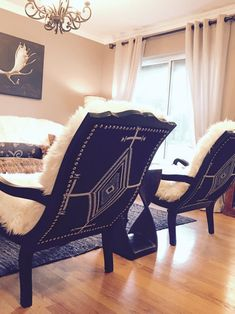 Small Swivel Chairs For Living Room Cowhide Furniture, Cowhide Chair, Western Furniture, Cool Furniture, Cabin Furniture, Rustic Furniture, Furniture Design, Pendleton Fabric, Bedroom With Sitting Area
