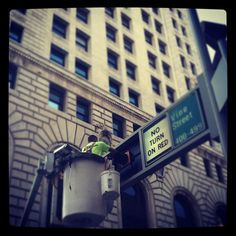 Light bulb change at Vine and 4th Streets Downtown, Cincinnati, Ohio. The Enquirer/Cara Owsley