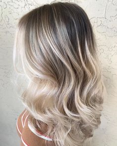 Cutest Balayage Hair Colors with Shadow Roots to Wear Nowada.- Cutest Balayage Hair Colors with Shadow Roots to Wear Nowadays Blonde Hair Looks, Brown Blonde Hair, Platinum Blonde Hair, Beachy Blonde Hair, Bright Blonde, Hair Color Balayage, Hair Highlights, Low Lights And Highlights, Babylights Blonde