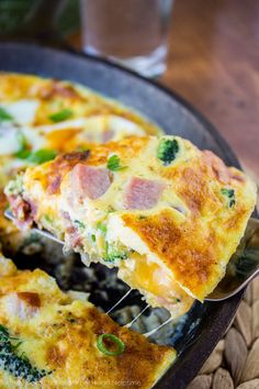 cheesy ham broccoli frittata + Top 50 Easter Brunch Recipes that will please every guest on your list! Hassle-free Meals To Try out Today Trouble-free Excellent recipes To Check out Now Low Carb Breakfast, Breakfast Dishes, Breakfast Recipes, Breakfast Frittata, Breakfast Ideas, Leftover Ham Recipes, Frittata Recipes, Crustless Broccoli Quiche, Skillet Meals