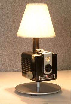 Learn How To Use Old Cameras As Repurposed Objects - Top Craft Ideas Vintage Cameras For Sale, Estilo Interior, Photo Deco, Pipe Lamp, Lampshades, Home Lighting, Lamp Light, Industrial Design, Light Fixtures
