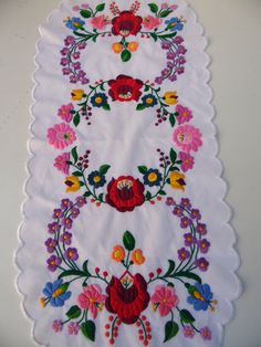 Traditional Kalocsa Embroidery Runner - Vintage Hungarian Folk Tablecloth - Home Decor - Hand Embroidery Videos, Hungarian Embroidery, Cute Embroidery, Machine Embroidery Applique, Hand Embroidery Stitches, Embroidery Techniques, Peacock Embroidery Designs, Fabric Paint Designs, Bordado Floral