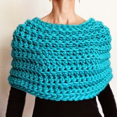 http://www.knit1la.com/2014/11/crochet-capelet-no-2.html?utm_source=feedburner