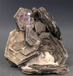 Muscovite stimulates and balances the third eye and crown chakras and is excellent for stimulating intellect. It is useful for people who are open to psychic energies and are learning to control the type, quality and quantity of information received. It can assist those who need to release emotional attachments through relationship breakup. It can help treat allergies, relieve headaches, sleep disturbances and dizziness and assists in balancing blood sugar levels.