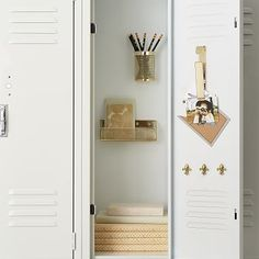 Organize your locker make it unique with Pottery Barn Teen's locker decorations. Find locker shelves and locker accessories to give your locker a boost of personality and style. Girls Locker Ideas, Cute Locker Ideas, School Organization For Teens, Diy Organization, Medicine Organization, Organizing, Diy Locker Shelf, Cute Locker Decorations, Locker Essentials