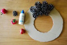 Corona de navidad con piñas, y no será la última....DIY Christmaswreath with pinecones