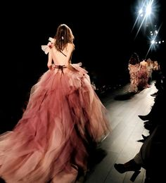 Marchesa s/s 2017 Runway Fashion, Fashion Show, Fashion Outfits, Women's Fashion, Carrie Bradshaw, Elegant Dresses, Beautiful Dresses, Beautiful Clothes, Coco Chanel