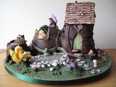 """Old Boot cake: """"There was an old woman who lived in a shoe..."""""""