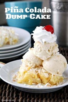 Piña Colada Dump Cake, fun twist on the cocktail and an easy piña colada cake recipe with only 5 ingredients! Coconut Recipes, Lemon Recipes, Diet Recipes, Easy Pina Colada Cake Recipe, Köstliche Desserts, Dessert Recipes, Dump Cake Recipes, Dump Cakes, Gourmet
