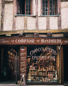 A little shop of good stuff. #vannes #bretagne #oldtown #eatdrinktravel #shop #travelpic #travelgram #travelingram #instatravel #passionpassport #cityphotography #streetpic #france #ranska #herkkukauppa #lettering #streetphotography #streetshot #bretagnetourisme #ig_france #snapshot