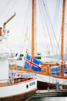 Puerto de Husavik, uno de los mejores puntos para el  avistamiento de ballenas en Islandia http://www.queverenislandia.com/2012/04/04/avistamiento-ballenas/