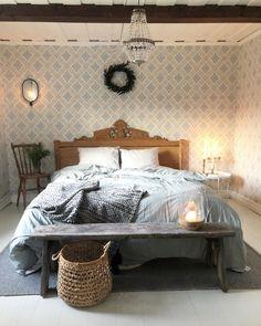 """5,781 gilla-markeringar, 164 kommentarer - Elin Nordström (@torpet125) på Instagram: """"Före och efter i sovrummet 🙌🏻 Så kul att ni är så många som frågar om hur jag målat parkettgolvet ,…"""" Instagram, Furniture, Home Decor, Bedrooms, Beautiful, Decoration Home, Room Decor, Bedroom, Home Furnishings"""