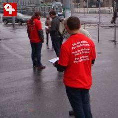 Sammelaktion für Wiedergutmachungsinitiative beim Coop Hauptbahnhof Zürich #wiedergutmachen