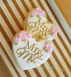 Wedding Cake Prices, Floral Wedding Cakes, Fall Wedding Cakes, Floral Cake, Wedding Desserts, Purple Wedding, Gold Wedding, Heart Cookies, Sugar Cookies