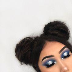Haarknoten und blauer Lidschatten – Dress Models eyeshadow looks hair buns n blue eyeshadow hairknot and blue eyeshadow Glam Makeup, Cute Makeup, Pretty Makeup, Makeup Inspo, Makeup Inspiration, Beauty Makeup, Awesome Makeup, Flawless Makeup, Huda Beauty