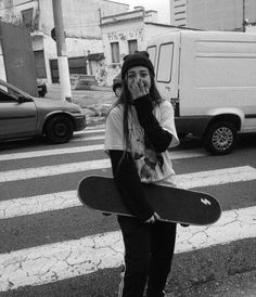 Skateboard outfit this is one way to put on the trend. Cruiser Skateboard, Penny Skateboard, Skateboard Girl, Skateboard Tumblr, Skateboard Outfits, Skateboard Design, Skateboard Memes, Skateboard Pictures, Look Skater