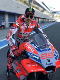 Jorge lorenzo the power of ducati Moto Ducati, Yamaha, Racing Motorcycles, Valentino Rossi, Super Bikes, Grand Prix, Motorbikes, Ferrari, My Favorite Things