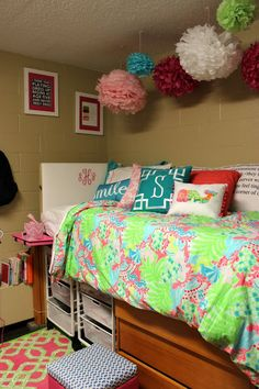 Preppy Lilly Pulitzer Dorm Room | www.prepavenue.com