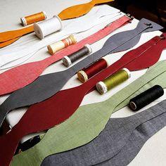 Letzte Handgriffe bei ein paar neuen Fliegen... #matchingcolors  #Fliege  #derfeineherr  #Weddinginspiration  #Wedding2018