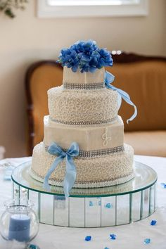 Wedding Cake.. love the cake stand #Sensationnel, #MyDreamWedding)