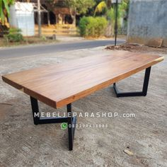 meja kayu trembesi minimalis modern kaki besi Interior Modern, Interior Design, Updated Kitchen, Picnic Table, Wood Table, Rooftop, Solid Wood, Furniture Design, Games