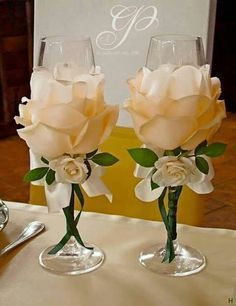 Wedding Glasses By Kittysspot On Etsy - Diy Crafts Wine Glass Crafts, Bottle Crafts, Bottle Art, Decorated Wine Glasses, Painted Wine Glasses, Wedding Glasses, Champagne Glasses, Shot Glasses, Diy Wine Glasses