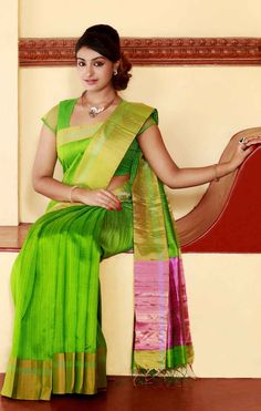 Jute silk saree with blouse. Love the colour combo. Indian fashion.