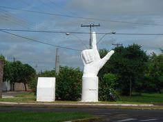 https://flic.kr/p/bujodm | Monumento a Revolução de 1964, em Araçatuba | Monumento aos dedos duros.