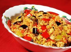 Kuru sebzelerle hazırlanan bulgur pilavın tarifine inanamayacaksınız. Çok lezzetli olan bu pilavı akşam yemekleriniz için hazırlayabilirsiniz.